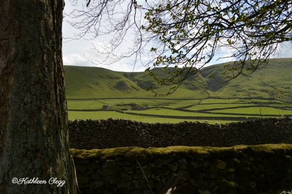 An Accidental Trip to Castleton, England pebblepirouette.com #castletonengland #derbyshirepeakdistrictnationalpark #travel #england #uk