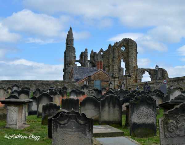 Day trip to Whitby England Whitby Abbey pebblepirouette.com #whitby #england #ruins #beach #whitbyabbey