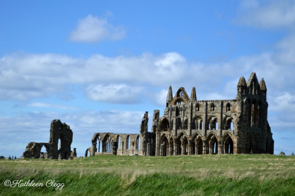 Day trip to Whitby England pebblepirouette.com #whitby #england #ruins #beach